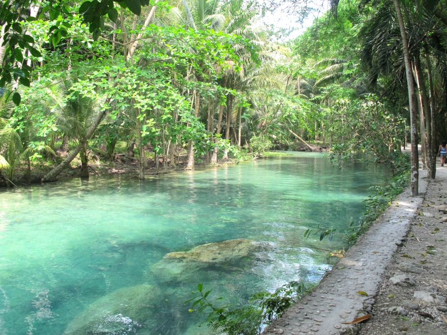 The way that our rivers should look like... fresh water! Cebu, Philippines